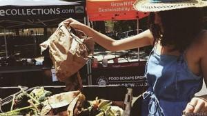 Lauren leva seu lixo orgânico para ser transformado em adubo semanalmente (Foto: Lauren Singer)