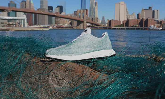 Adidas cria primeiro tênis produzido a partir de lixo marinho reciclado