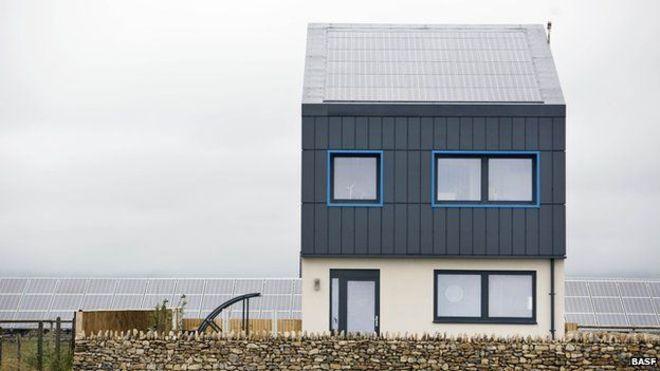 Britânicos criam casa com zero emissão de carbono