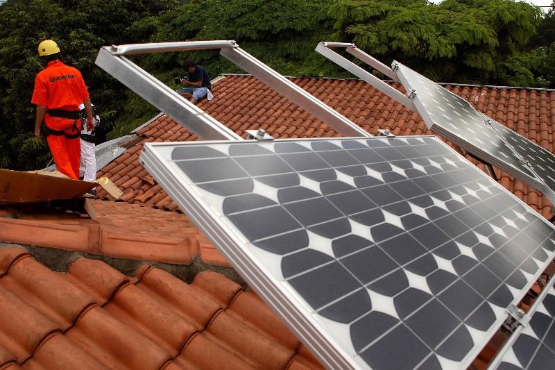 Votação decide o futuro da energia solar na casa dos brasileiros