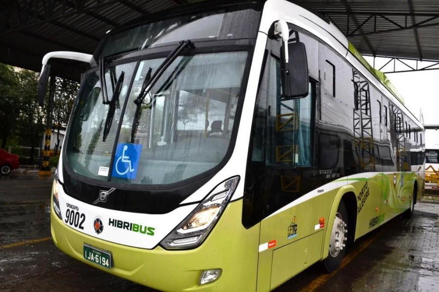 Silêncio em ônibus híbrido agrada a passageiros em Porto Alegre