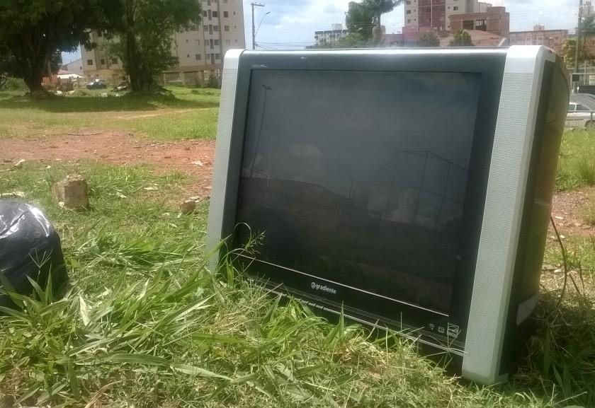 Detrito Federal. Lixo luxuoso transforma Brasília numa horripilante loja de departamentos a céu aberto