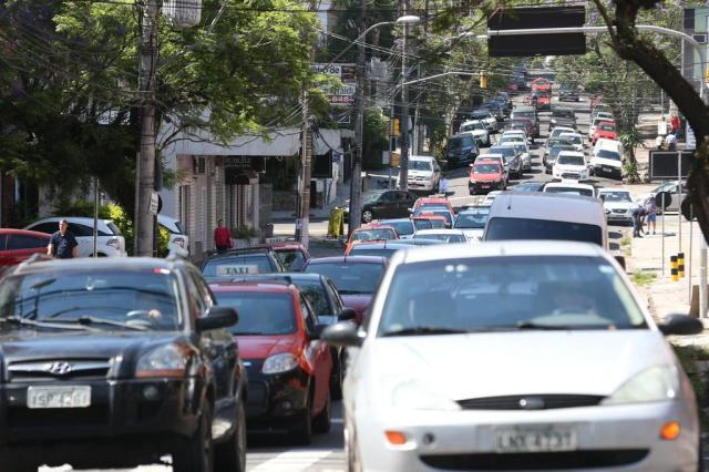 Transporte é responsável por dois terços das emissões de poluentes em Porto Alegre