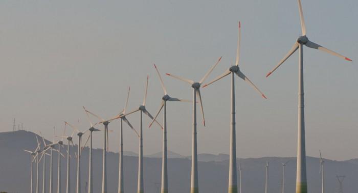 Farra do petróleo barato deve fazer Brasil buscar energias alternativas
