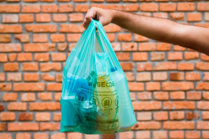 Após um ano, uso de sacolas plásticas caiu 70% em São Paulo