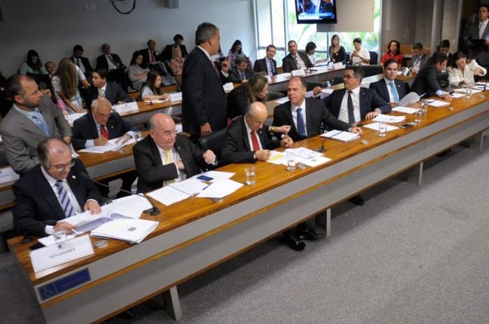 Saque do FGTS para gerar energia em casa é aprovado pela Comissão de Infraestrutura