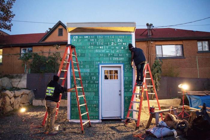 Jovens constroem abrigo para população carente no projeto Impossible City