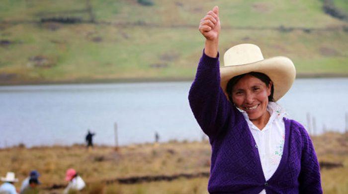 Em defesa da água, camponesa peruana ganha Prêmio Nobel de Meio Ambiente