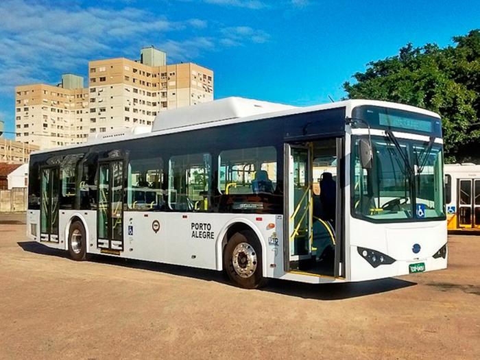 Novo ônibus elétrico começa a ser testado em Porto Alegre