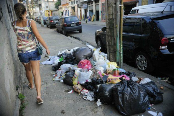 No ritmo atual uma montanha de lixo irá nos soterrar