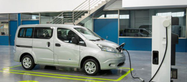 Número de estações para abastecer carros elétricos ultrapassa postos de gasolina no Japão