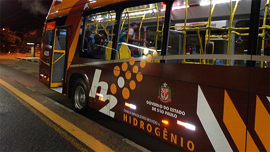 Novos ônibus de São Paulo emitem vapor de água em vez de CO2