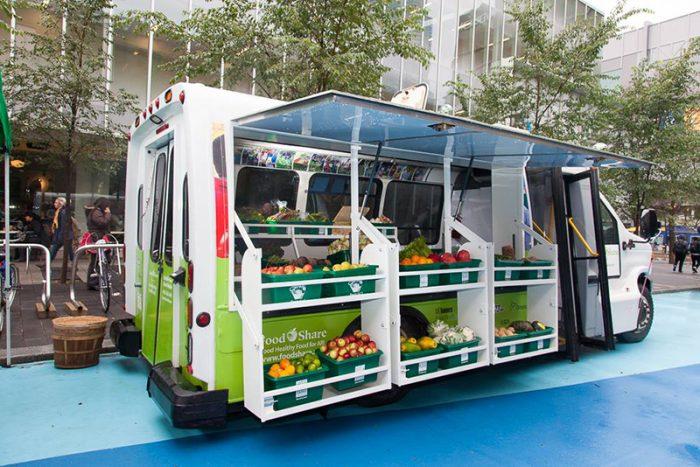 FoodShare Truck é a feira móvel que leva alimentos fresquinhos a comunidades de Toronto