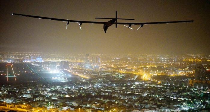 Avião Solar Impulse 2 completa volta ao mundo