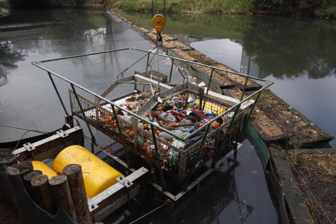 Ecobarreira retirou 33 toneladas de lixo do Dilúvio em três meses