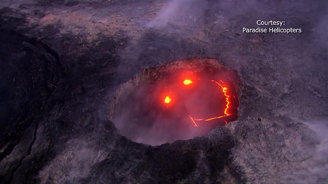 """A Lava do vulção """"sorridente"""" atinge o oceano Pacífico"""