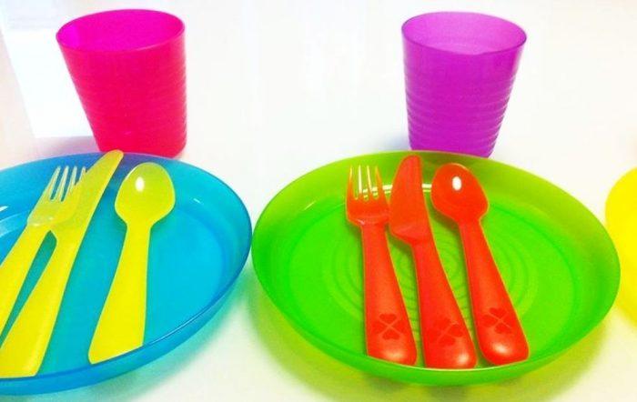França proíbe pratos, copos e talheres plásticos descartáveis