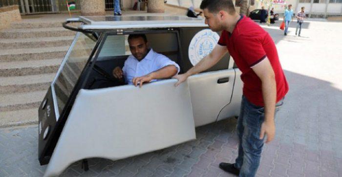 """Dois jovens criaram um carro solar """"barato"""" para a Faixa de Gaza"""
