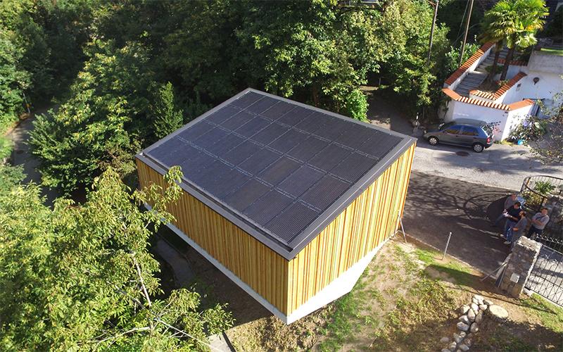 Empresa suíça desenvolve garagem que armazena energia solar para carros elétricos