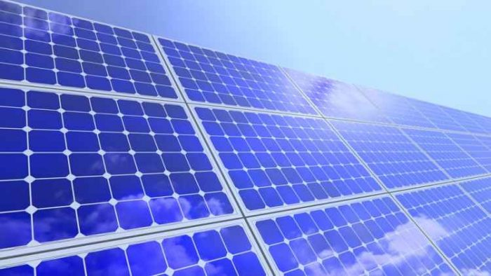 Cientistas chineses desenvolvem painéis solares que funcionam mesmo com chuva e à noite.