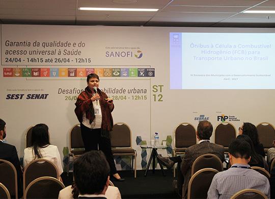 PNUD apresenta ônibus brasileiro movido a hidrogênio em palestra sobre mobilidade urbana no EMDS